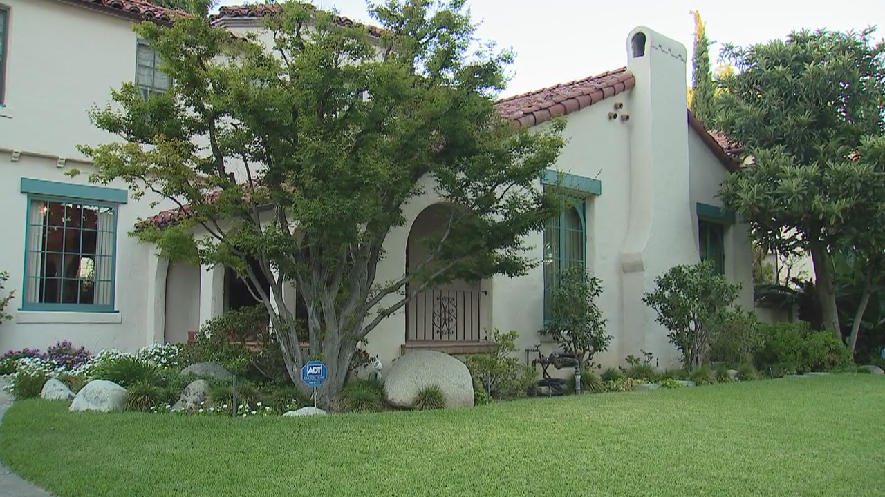 FOX 11 visits the house from 'Beverly Hills 90210'