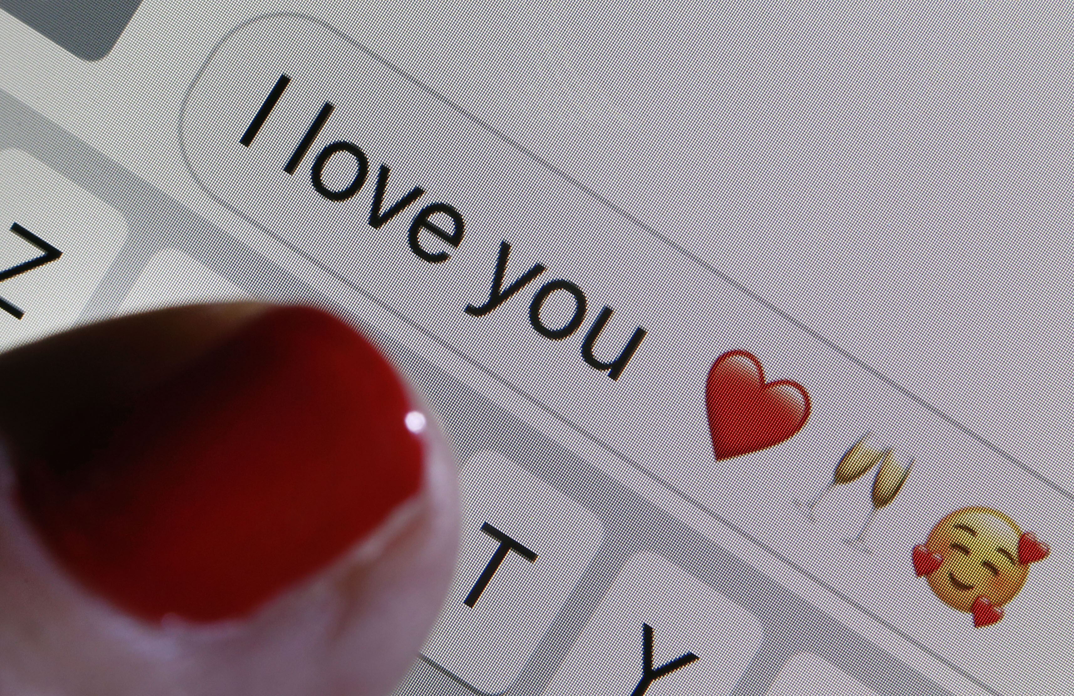 Study: People who frequently use emojis with potential partners have more romance, intimacy