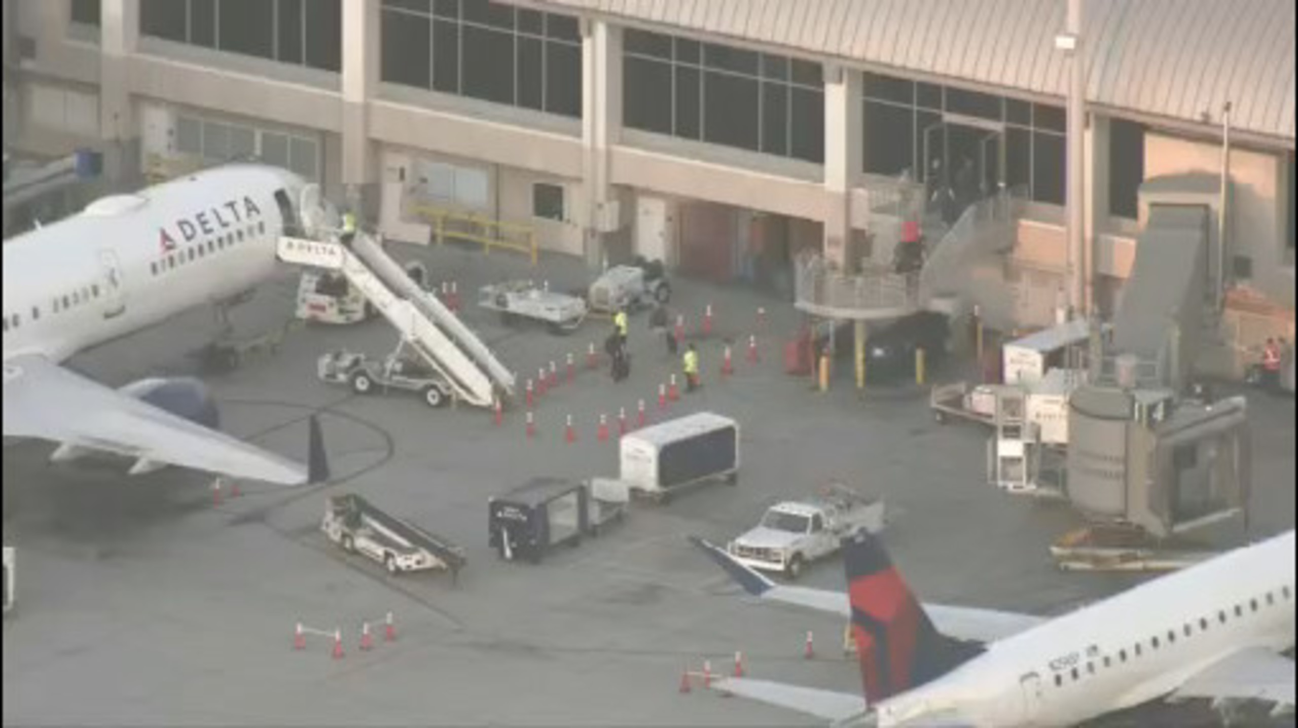 Power outage reported at John Wayne Airport | FOX 11 Los Angeles