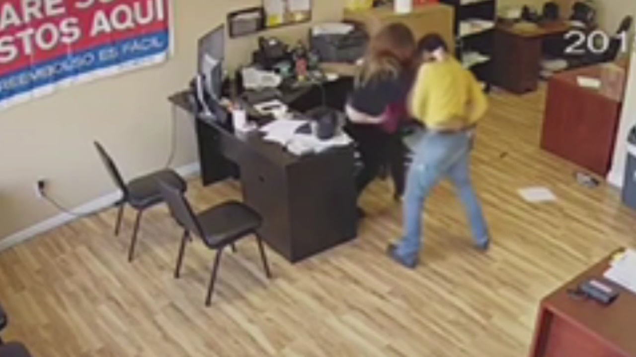 Pomona woman fights off knife-wielding man who entered